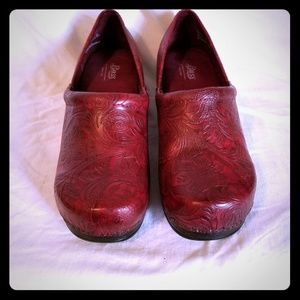 Bass Red Leather Embossed Clogs NWOB